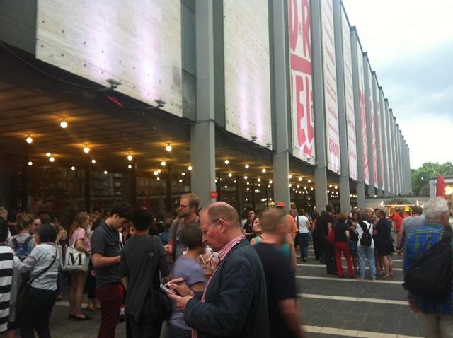 フェスティバルのメイン会場となったナショナルシアター・マンハイムは連日大勢の観客で賑わった。