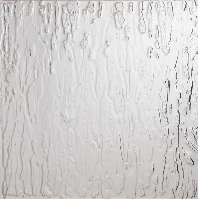 《目をあけたまま閉じる》 2011年、鏡に樹脂で描画、400 x 400 mm 写真:長塚秀人 提供:アートフロントギャラリー アートカフェGBOX「SIFT←311 3.11以後の9人の現代アート」より