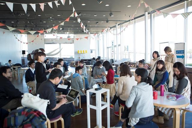 全体集合時のミーティング風景。撮影: 池田美都