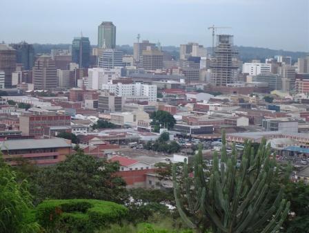 ハラレ東部、コピの丘から眺める町の中心部