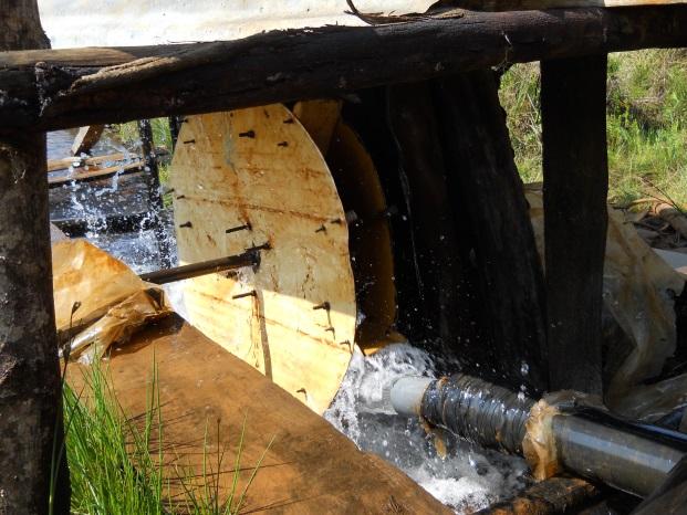 パングワの手による水力発電の一例