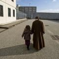 04刑務所内では子育てができる