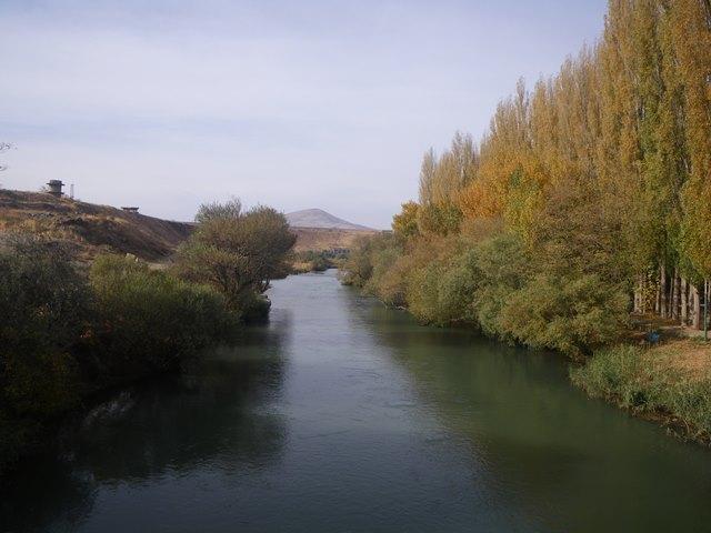 マハーバード市内を流れる川(筆者撮影)