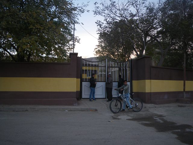 村で唯一の小学校(筆者撮影)
