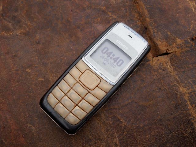 入力キーの印字が剥離した携帯電話端末