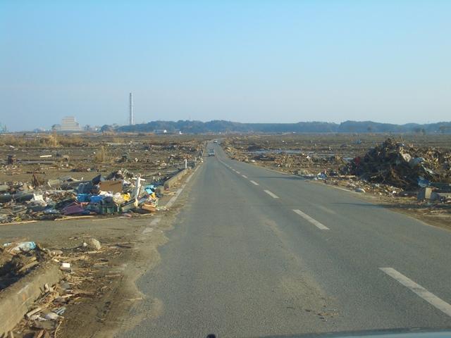 写真1:震災後約1か月後の福島県南相馬市沿岸部の光景(2011年4月16日撮影)