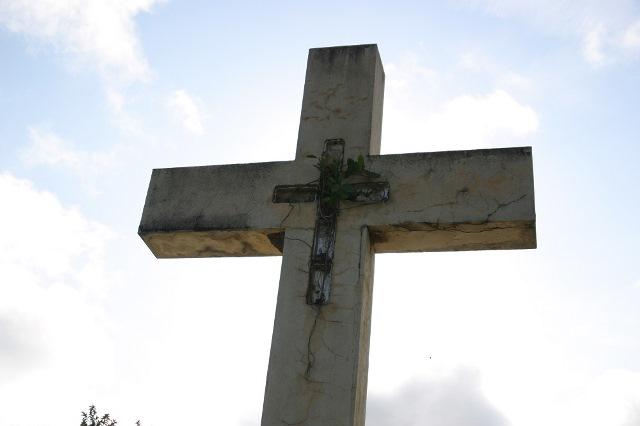 巨大なことでこの地域ではもっとも有名な墓石。よほど祟りをおそれたのか。