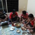 青年ITワーカーたちの夕食
