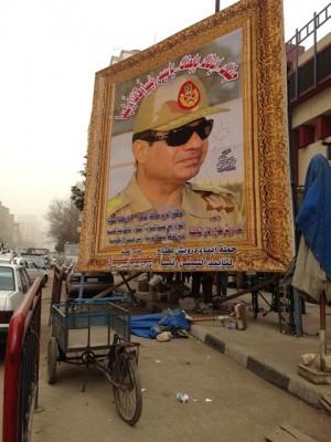 【写真1】カイロ市内ナセル駅周辺で掲げられたスィースィーの巨大ポスター。