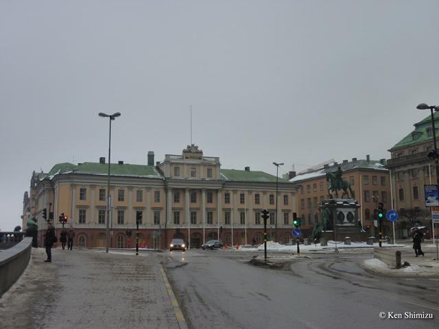 スウェーデン外務省本館。右手の騎馬像はグスタヴ2世アードルフ(Gustav II Adolf)。(2010年筆者撮影)