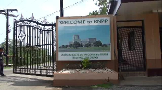 バターン原発の門に掲げられた看板