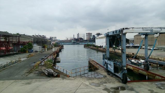 クリエイティブセンター大阪は木津川の河口に位置する。写真提供:鳥公園