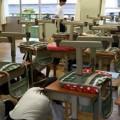 (写真1 掃除の時間での訓練の様子(中学校A))