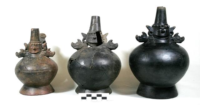 シカン美術を代表する工芸品(黒色単頸壺)