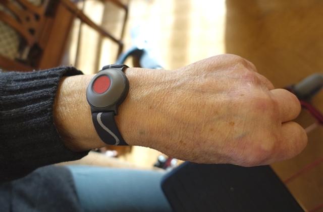 腕時計型のアラームボタン