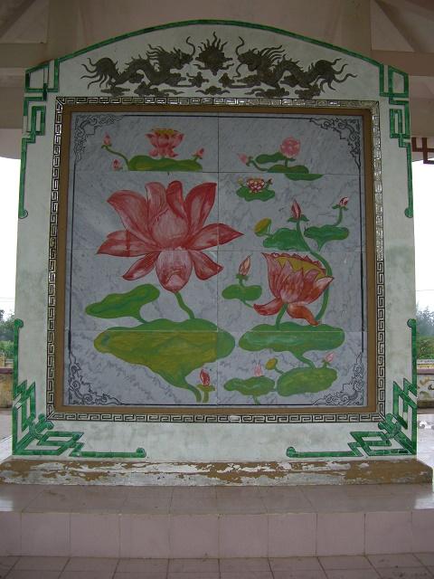 ハミ村の追悼碑裏