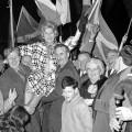 画像3:1967年のUK議会ハミルトン補欠選挙で勝利したSNPのウィニー・ユーイング (c)AP
