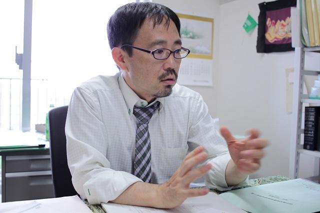 著者の青山弘之氏