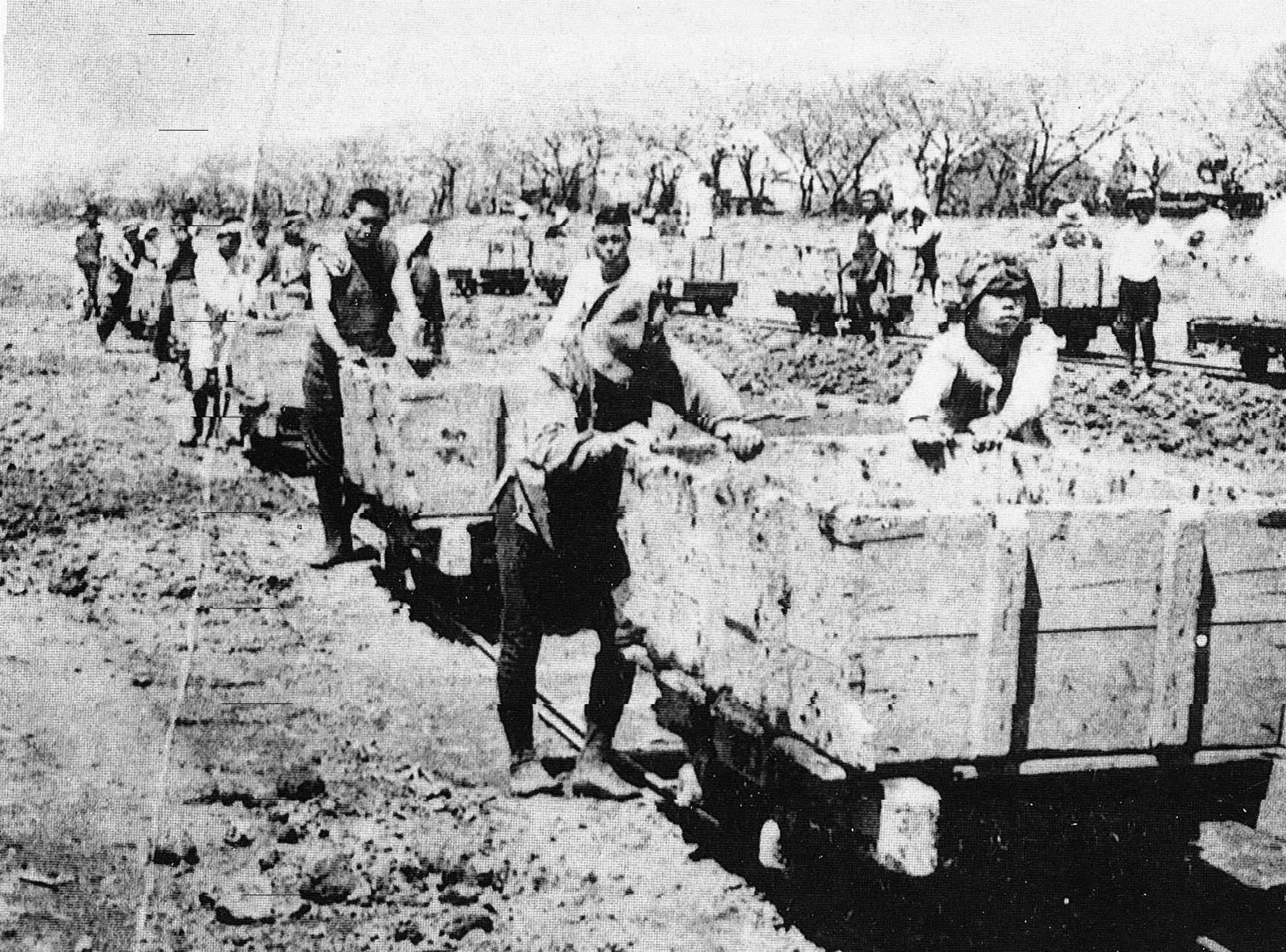 荒川放水路掘削工事。安価な労働力として多くの朝鮮人が働いていた
