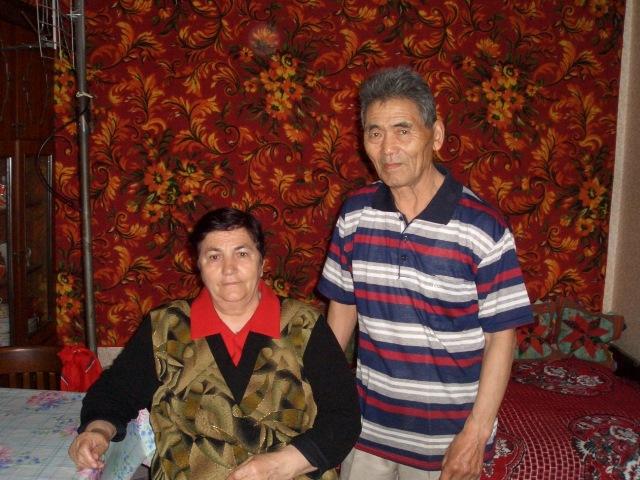 カラガンダ郊外に住む元抑留者、阿彦哲郎さんと妻エレーナさん。2005年自宅にて。