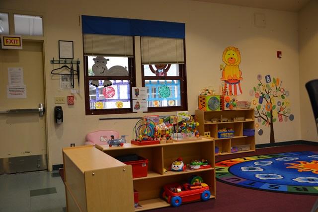 Sacred Heartの一角に設けられた、幼児のためのコーナー。居るだけで暖かさを感じ、希望が湧き上がって来そうな場所だ。時には、親の語学教育や就労訓練と、就学前の子どもに対する教育をセットにしたプログラムの場ともなる。