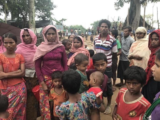 ロヒンギャ難民は年寄り、子ども、中年女性が多く若い男女が少ない