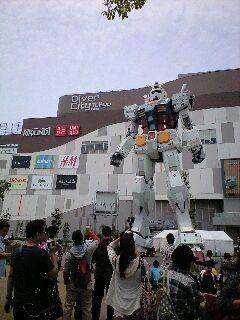 写真11 「ダイバーシティ東京」フェスティバル広場のガンダム立像