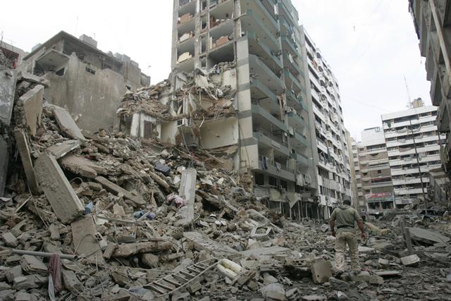 ベイルート南部郊外、ヒズブッラーの拠点地域。イスラエル空軍の空爆によって破壊された。(2006年7月、ワアド提供)