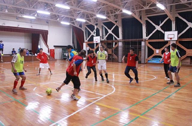 野武士チームVS練習参加者、ゲーム形式での練習中