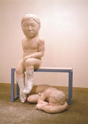 「はっきりとした迷い」 2007年 ライムストーン、大理石、鉄、木 1350×900×1150
