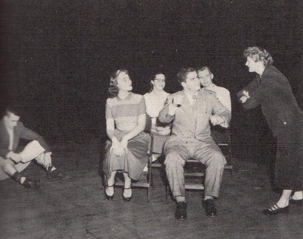 ワイルダーの「幸せの旅」の一場面。1952年のアメリカの大学での上演。A 1952 production of The Happy Journey at Shimer College